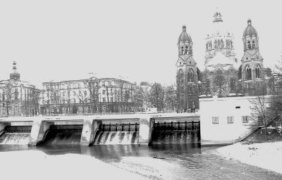 dam with St. Lucas Kirche in background